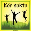 Lekande barn skylt Kör sakta i gult och grönt med frihetskänsla och svarta siluetter av hoppande barn. Farbror Skylt.