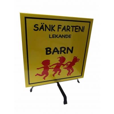 Lekande barn skyltar gul 50x50cm